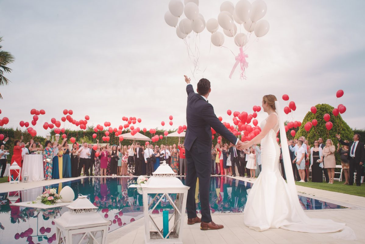 Wedding, 6 Wedding Apps you need to plan your big day.  Couple letting off balloons into sky